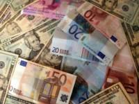 Il est aujourd'hui peu coûteux et très simple de changer ses euros en dollars.