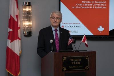 Le ministre canadien des transports en visite en Floride.