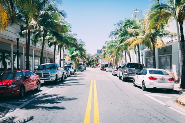 """En Floride, le """"charme discret"""" des commerces de Naples."""