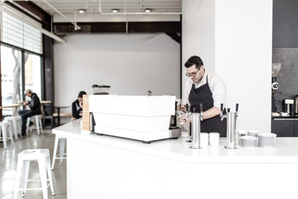 Aux Etats-Unis, la tendance est au restaurant - concept, un espace hybride où apprentis cuisiniers, ménagères et gourmets se rendent à différentes heures de la journée.