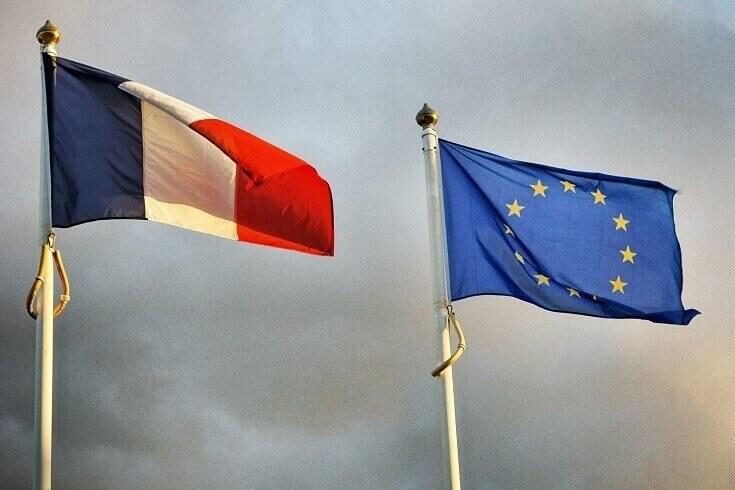 drapeaux UE et France